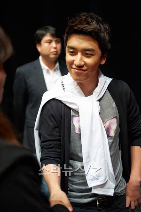 http://www.yesasia.ru/wp-content/uploads/2011/05/20110501_seungri.jpg