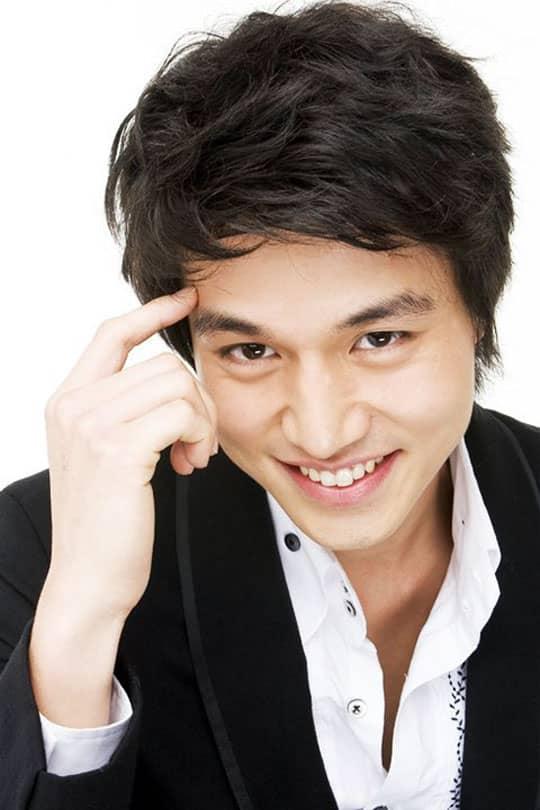 http://www.yesasia.ru/wp-content/uploads/2011/11/LeeDongWook-smile-0_o1.jpg