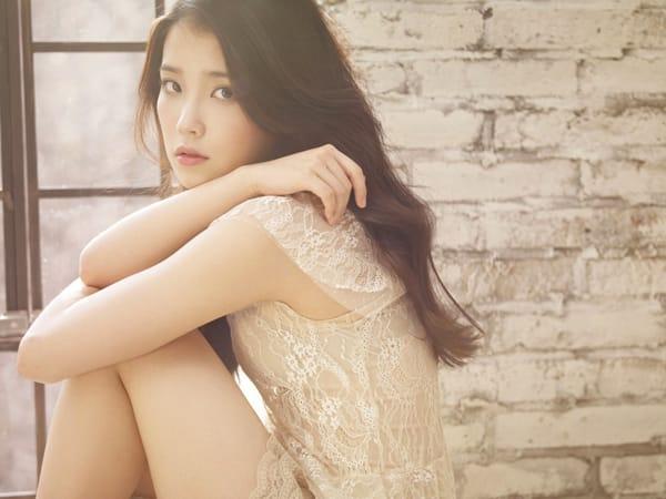 """IU представила фото к обложке японского сингла """"Good Day"""""""
