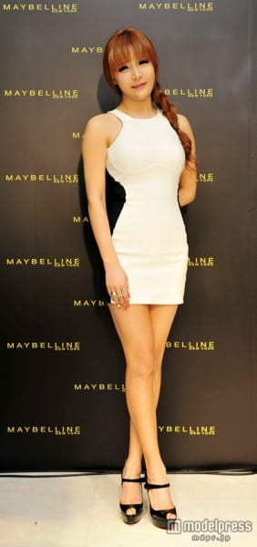http://www.yesasia.ru/wp-content/uploads/2012/06/20120622_maybelline_2ne1_bom_003.jpg