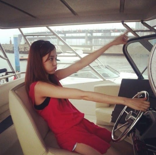 90439-after-school-lee-jooyeon-driving-a-boat