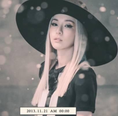 2NE1-Dara_1384848232_af