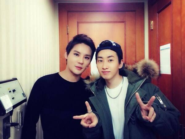 Ынхек приходил пожелать удачи Джунсу перед выступлением. | YesAsia ...
