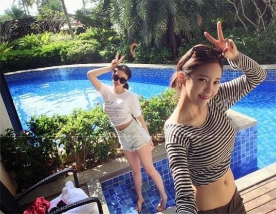 hyomin jiyeon swimming