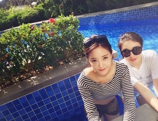 t-ara hyomin jiyeon swimming