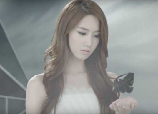 Girls-Generation_1439604302_hold_object_1
