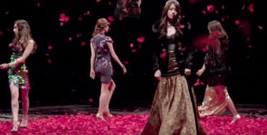 Girls-Generation_1439604339_walking_1
