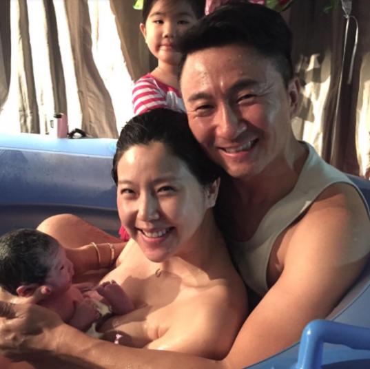 Joo-Young-Hoon-Lee-Yoon-Mi-Family-540x539