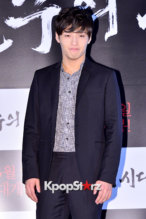 kang-ha-neul-attends-a-press-conference-of-upcoming-film-age-of-innocence