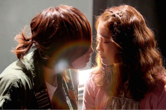 loverain-jang-geun-suk-yoona-first-dating-kiss4