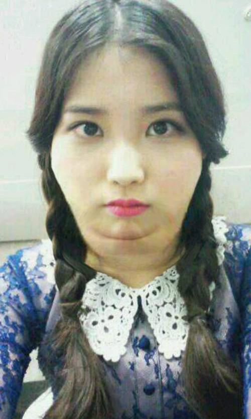 Jiyeon-calls-quot-IU-quot-fat-picks-her-nose