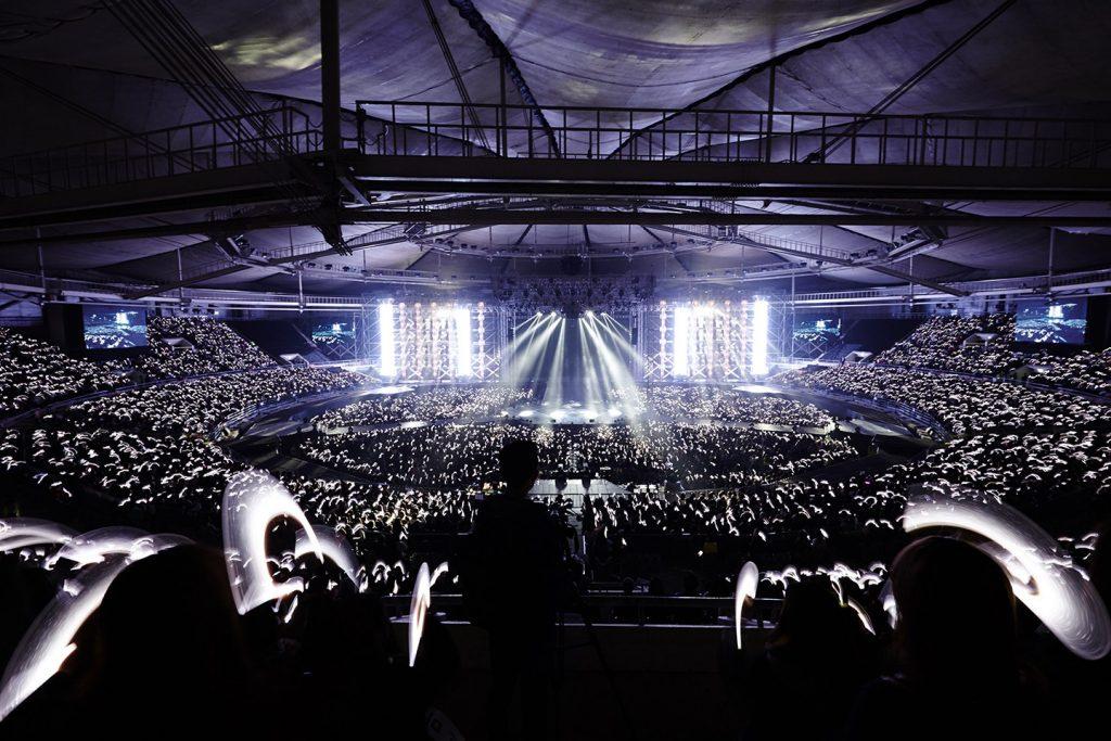 Light-sticks-EXO-Planet-2-The-EXOluXion-concert