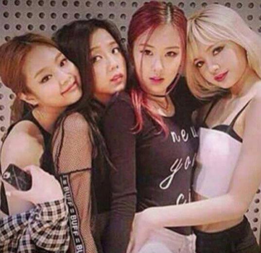 Jennie-Jisoo-Chaeyoung-Lisa