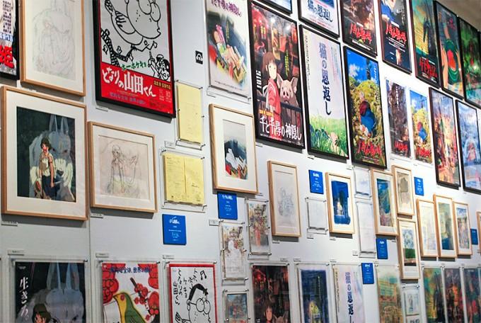 Постеры к фильмам студии и неопубликованные ранее материалы к фильмам. (© Studio Ghibli)