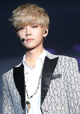 Luhan_at_the_EXO_The_Lost_Planet_in_Singapore_01