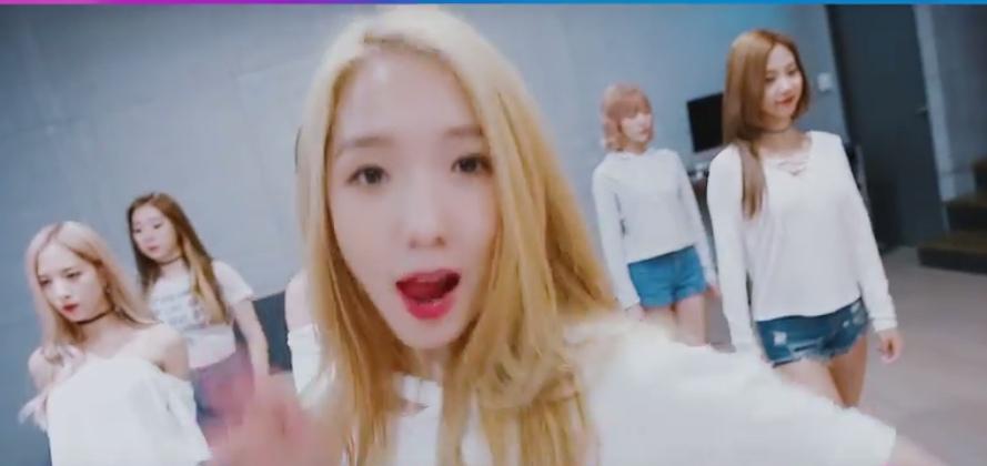 Cosmic Girls give eye contact in new Secret dance practice allkpop