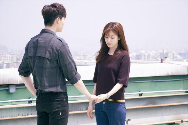 w-lee-jong-suk-han-hyo-joo-0