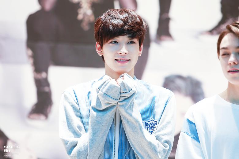 wonwoo-cute-photo