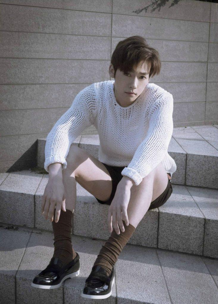 jinwoo-733x1024