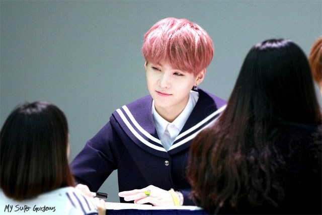 kpop-idol-pink-hair-bts-suga