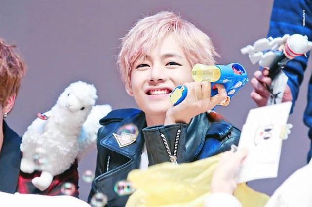 kpop-idol-pink-hair-bts-v