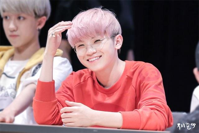 kpop-idol-pink-hair-seventeen-woozi