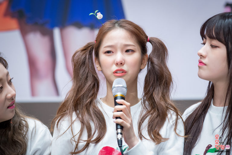 kpop-idols-crying-sad-clc-yujin-768x512