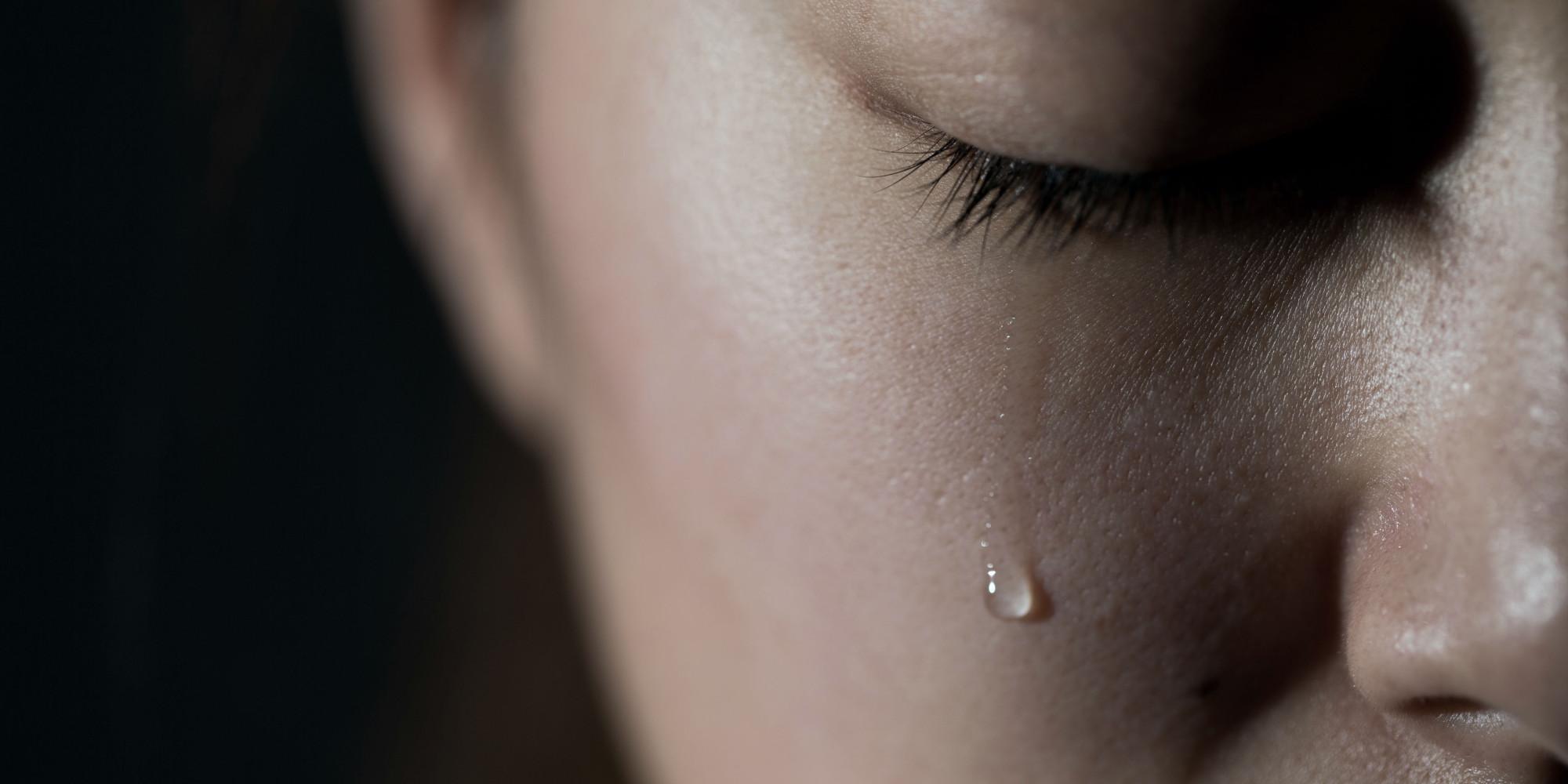 Днем, картинки слеза на щеке